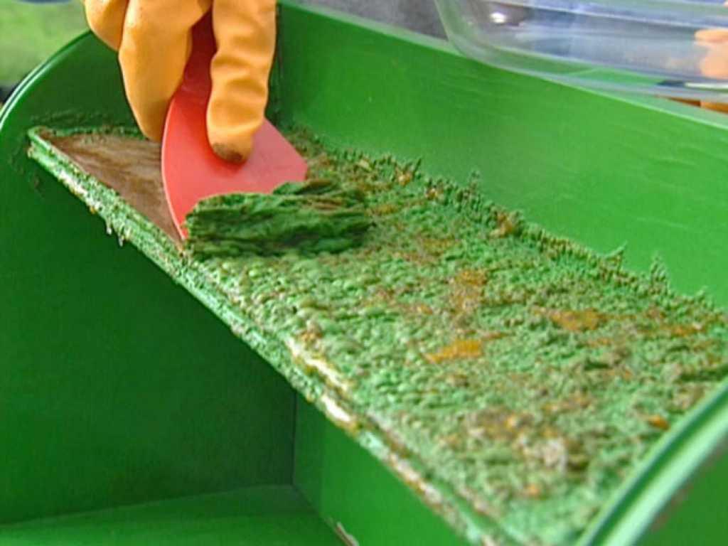 Использование жидкостей для смывания краски с мебели